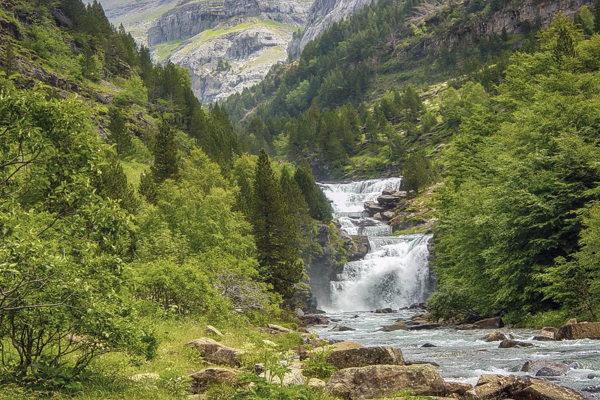 南西地方風景ピレネー山脈ウエスカ